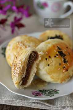 Bake for Happy Kids: The Flaky and Flakiest Tau Sar Piah with smooth Ta...