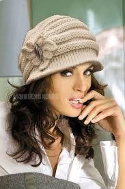 Imagini pentru caciuli crosetate dama Knitting Designs, Knitting Patterns, Crochet Fashion, Ribbon Bows, Hats For Women, Knitted Hats, Winter Fashion, Winter Hats, Sewing