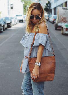 Schlichte Eleganz ist für diese Tasche eine Selbstverständlichkeit. Leise und doch besonders schmückt sie Dich und macht Dich zum Blickfang auf der Straße. Das weiche Ziegenleder schmiegt sich dabei angenehmn an Dich und Dein Outfit an und bringt den natürlichen Hauch hinein - GustiLove - Lifestyle - Shopper - Gusti Leder - 2M45-29-1