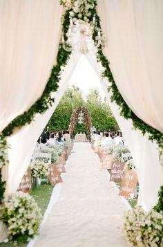 beautiful garden wedding aisle www.tulleandchantilly.com