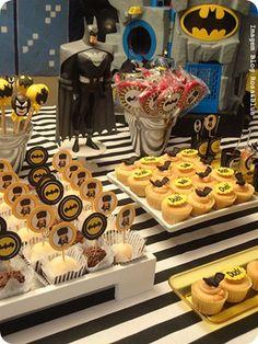 Festa Pronta - Batman - Tuty - Arte & Mimos www.tuty.com.br Que tal usar esta inspiração para a próxima festa? Entre em contato com a gente! www.tuty.com.br #festa #personalizada #party #tuty #batman #aniversario #bday