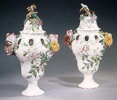 Pair of potpourri vases, vers 1760, Manufacture de la Veuve Perrin