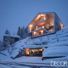Residência ampla favorece a vista do exuberante cenário dos Alpes Suíços. Veja em: