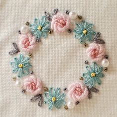 Diy Embroidery Kit, Hand Embroidery Videos, Floral Embroidery Patterns, Towel Embroidery, Embroidery Stitches Tutorial, Creative Embroidery, Silk Ribbon Embroidery, Hand Embroidery Designs, Embroidery Ideas