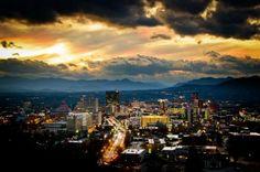 The city of Asheville, North Carolina (USA) as viewed from the Parkway Asheville North Carolina, North Carolina Mountains, Asheville Nc, Beautiful Sites, Beautiful Places, Beautiful Scenery, Mountain City, Carolina Usa, Villa