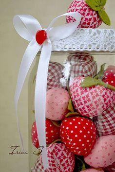 Купить или заказать Strawberries... в интернет-магазине на Ярмарке Мастеров. Горсть клубники душистой у тебя на ладони... Цена указана за баночку клубники, объемом 1,1 л. Возможно изготовление на заказ любое количество ягодок )) Цена за 1 яг…