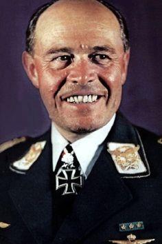 """Generalfeldmarschall Albert Keßelring (1885-1960), Oberbefehlshaber """"Süd"""" und Oberbefehlshaber der Luftflotte 2, Ritterkreuz 30.09.1939, Eichenlaub (78) 25.02.1942, Schwerter (15) 18.07.1942, Brillanten (14) 19.07.1944"""