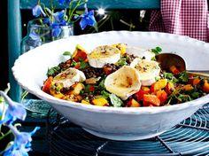 Kürbis-Linsen-Salat mit Ziegenkäse und Walnüssen Rezept | LECKER