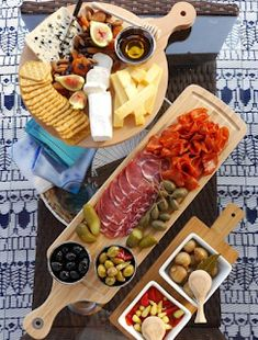 Our Quick & Easy End of Summer Patio Party ideas, a grazing charcuterie board an., Our Quick & Easy End of Summer Patio Party ideas, a grazing charcuterie board and simple decor for a last-minute party and seasonal celebration! by Bi. Charcuterie And Cheese Board, Charcuterie Platter, Antipasto Platter, Cheese Boards, Cheese Board Display, Snack Platter, Meat Platter, Snacks Für Party, Appetizers For Party