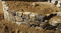 Building a rock wall - complete instructions.  A curved rock wall can make a rock wall much more stable. - grid24_12