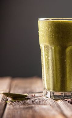 Green Chocolate Chip Recovery Shake #VegaSmoothie #BestSmoothie