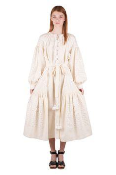 Вышиванки от Виты Кин - это прекрасная альтернатива традиционному костюму с украинской вышивкой. Основной особенностью является безукоризненный дизайн, геометрические узоры и свежий взгляд на фольклорные мотивы в fashion-индустрии. Платье выполнено из