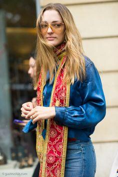 Throwback scarf day #Sofia SanchezdeBetak going retro boho at #ElieSaab