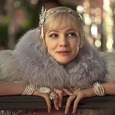 Carey Mulligan decked out in Tiffany & Co. diamonds as Daisy in The Great Gatsby movie. The Great Gatsby, Great Gatsby glam, Thomas Laine, jewelry, vintage jewelry style. Great Gatsby Makeup, Great Gatsby Outfits, The Great Gatsby 2013, Great Gatsby Fashion, Great Gatsby Wedding, 1920s Makeup Gatsby, Roaring 20s Fashion, Flapper Wedding, Carey Mulligan