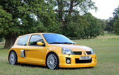 Looking for similar pins? Follow me! http://kohlsson.link/1W5N6ws | kevinohlsson.com One of the coolest hot hatches ever in one of the best colours ever - Renault Clio V6 in Liquid Yellow [1022x653] (More in Comments)
