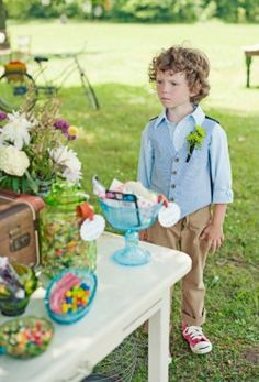 Rustic Vintage Wedding Ideas-10// Cute outfit for J