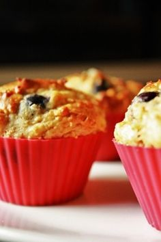muffin w/ geek yogurt Breakfast On The Go, Breakfast Muffins, Tarte Caramel, Healthy Habits, Healthy Recipes, Healthy Meals, Fudge Cake, Muffin Recipes, Cakes And More