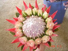 Bouquet com Protea Protea Wedding, Wedding Bouquets, Flower Bouquets, Bride Flowers, Wedding Flowers, Protea Bouquet, Crystal Bouquet, Popular Flowers, Pink Tulips