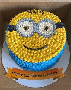 Cake Icing Techniques, Cake Decorating Techniques, Cake Decorating Tips, Minion Birthday, Birthday Cake, Minion Cake Design, Minion Cake Tutorial, Avenger Cake, Cake Designs Images