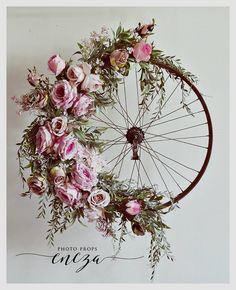 Bicycle Wheel Wreath-I so love the design if this wreath. Old tire frame just ma., Bicycle Wheel Wreath-I so love the design if this wreath. Old tire frame just ma. Bicycle Wheel Wreath-I so love the design if this wreath. Old tire. Deco Champetre, Old Tires, Deco Floral, Summer Wreath, Spring Wreaths, Diy Wreath, Wreath Ideas, Diy Furniture, Floral Arrangements