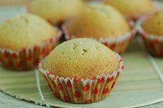 Muffin Grundrezept :      250 Gramm Mehl     250 Gramm Butter (viel!)     150 Gramm Zucker     4 Eier (viel)     ½ Teelöffel Zimt     1 Teelöffel Backpulver     4 Esslöffel Milch (wenig)     ½ Teelöffel Vanillezucker