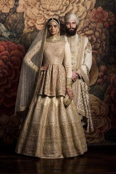 Check out Sabyasachi Bridal Lehenga designs collection that are perfect wedding lehenga for the bride to be. Look gorgeous in these elegantly crafted Sabyasachi Bridal lehengas. Indian Bridal Wear, Indian Wedding Outfits, Bridal Outfits, Indian Outfits, Bridal Dresses, Bride Indian, Sabyasachi Lehenga Bridal, Lehenga Choli, Bollywood Saree