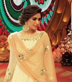 WEBSTA @ indianstreetfashion - Slaying the traditional look Karishma Tanna rocks an Abhinav Mishra outfit with classic chandballis we ❤ the entire look Pakistani Dresses, Indian Dresses, Indian Outfits, Look Short, Indian Wedding Hairstyles, Hairstyles With Lehenga, Bridal Hairstyles, Desi Clothes, Indian Designer Wear