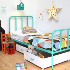 """@belandsoph's photo: """"Añadimos a nuestro catálogo estos practiquísimos cajones para poner debajo de la cama y almacenar juguetes o guardar los cojines por la noche. Los hacemos en las medidas y colores que más os gusten!  #belandsoph #kidsbedroom #camanido #madera #xoinmyroom #wood#vsco #vscocam #kidsroom #kidsdecor #decoracioninfantil #habitacioninfantil #decor #decoracion #instakids #love #cute #fun #almacenaje"""""""