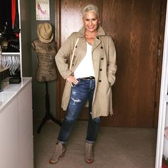 Wardrobe Editing, Styling and Building Consultant ~ My passions are Fashion 👠 and Great Style 👗~ I hope you enjoy my outfits of the day! Jean Outfits, Fall Outfits, My Outfit, Outfit Of The Day, Fashion Bloggers Over 40, Ladies Fashion, Women's Fashion, Aging Gracefully, Work Clothes