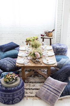 Moroccan Decor 4 New Ways is part of Bohemian Living Room Floor Seating - Discover new ideas for Moroccan decor and interior style, from rustic and bright to calm and sophisticated This global interior design style is perfect Low Dining Table, Dining Room, Outdoor Dining, Low Tables, Japanese Dining Table, Indian Dining Table, Dining Corner, Dining Chairs, Dining Set