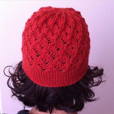 A simple hat featuring the spiraling Milanese Lace. A smooth stockinette brim frames the lace. Blocking is essential for the brim to lay flat and to relax the lace.