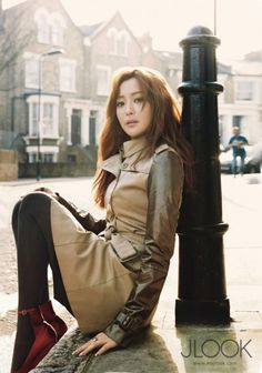 Kim Hee Sun Classic and Chic Photo Shoot in London for 'JLOOK' March Issue