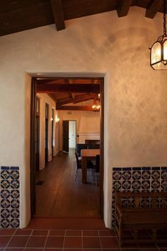 This historic adobe house in Southern California was transformed and extended into a modern adobe courtyard house by Dutton Architects. Terracotta Floor, Adobe House, Wooden Ceilings, Courtyard House, Spanish Style, Spanish House, Spanish Colonial, California Homes, Southern California