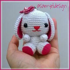 Samyelinin Weaves: Bunny Keychain Free Pattern / Rabbit Keychain Drawing Source by Crochet Toys Patterns, Amigurumi Patterns, Amigurumi Doll, Stuffed Toys Patterns, Crochet Dolls, Cute Crochet, Crochet Baby, Double Crochet, Crochet Keychain
