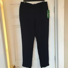 Beautiful CAbi perfect pull-on pants. These pants are a beautiful navy blue color and have an elastic waste. These are a size 6 and made of 100% polyester. Machine wash in cold water and lay flat to dry. CAbi Pants Straight Leg