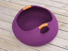 20 various colors cat bed/cat house/cat cave/basket felted cat bed by elevele on Etsy https://www.etsy.com/listing/194950831/20-various-colors-cat-bedcat-housecat