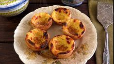 Try these typical Portuguese Custard Tarts. Filled with a delicious cream sprinkled with cinnamon and sugar, its impossible to resist. Portugese Custard Tarts, Portuguese Custard Tart Recipe, Portuguese Tarts, Portuguese Desserts, Portuguese Recipes, Portuguese Sweet Bread, Portuguese Food, Russian Recipes, Natas Recipe