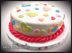Corazones y flores en tonos pasteles para un cumpleaños infantil. Cake Decorating With Fondant, Cake Decorating Techniques, Cake Decorating Tutorials, Cake Icing, Fondant Cakes, Cupcake Cakes, Cupcakes, Girls First Birthday Cake, 50th Cake