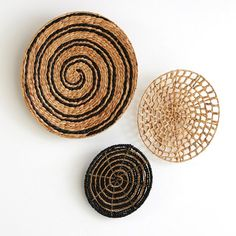 Pack of 3 Aslal Water Hyacinth Wall Decorations La Redoute Interieurs Aslal wall decoration. The art of wickerwork is showcased through these fabulously rounded little wall decorations. Traditional Picture Frames, Water Hyacinth, Modern Ceramics, Ceramic Decor, Baskets On Wall, Wall Basket, Home Wall Art, House Painting, Home Deco