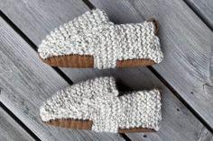 Hvordan strikke falske fletter – lær deg teknikken - Søstrene Miljeteig Winter Hats, Crochet Hats, Knitting Hats