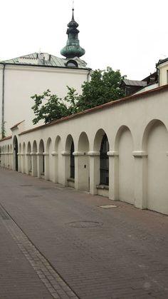 ul.Żeromskiego...a za murem ...podwórka