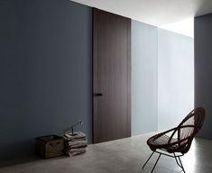 L16 is een strak vormgegeven deurcollectie ontworpen door de bekende Italiaanse ontwerper Piero Lissoni voor Lualdi Porte.Deze moderne binnendeur is opvallen dun, de scharnierende deur ziet eruit als een blad. Een draaideur om ruimten van elkaar te schei