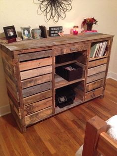 Bedroom dresser - dressing table made from recycled pallets - Pallet dresser