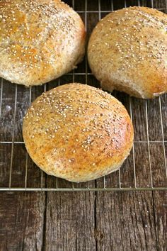 Soft coarse rolls - Food On The Table-Myke grove rundstykker – Mat På Bordet Soft coarse rolls - Baby Food Recipes, Great Recipes, Cooking Recipes, Favorite Recipes, Sandwiches, Norwegian Food, Norwegian Recipes, Scandinavian Food, Foods To Eat