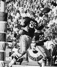 Max McGee scored the first touchdown in Super Bowl history, catching a 37-yard pass for Vince Lombardi's Green Bay Packers