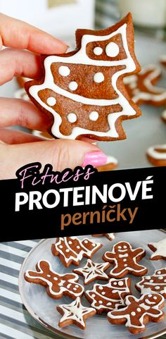 Na poslední chvíli smolím fitness proteinové vánoční cukroví. Na Instagramu jste jako první chtěli proteinové perníčky. Tyhle jsou hned konzmovatelné a poleva je bez cukru! Jedná se o opravdu hodně fit verzi, protože v nich není téměř žádný tuk. Ten jsem použila jenom na vyválení těsta - když pomažete váleček a válecí plochu kokosovým olejem, vyválíte ho raz dva. Pokud chcete perníčky vláčnější, přidejte kokosový olej i do těsta. Gingerbread Cookies, Desserts, Food, Diet, Chef Recipes, Cooking, Christmas, Gingerbread Cupcakes, Tailgate Desserts