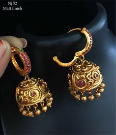Impressive Handmade jewelry unique,Jewelry accessories store and Fashion jewelry silver. Gold Jhumka Earrings, Gold Earrings Designs, Gold Jewellery Design, Necklace Designs, Jewellery Stand, Silver Jewellery, Amrapali Jewellery, Temple Jewellery, Diamond Earrings