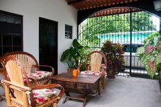 Espacio ideal para relajarse y disfrutar de un buén café.  Ideal spot to enjoy a cup of coffee or tea.  #VillaAstoria #nature #beautyofnature #travel #hostellife #explore #tropic #lifeinthetropics #digitalnomad #goodvibes #Panama #AstoriaAnton