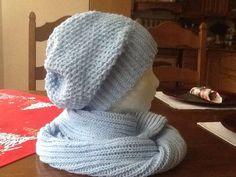 Bledomodrý komplet- hačkovaná čiapka a pletený kruhový šál
