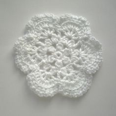 Very nice looking pattern. Has many possibilities~~♥~~Baby Blankets,Tree Decorations,Doilies, Do one in beige and frame it in glass and wood frame add little mementos to the box